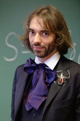 Cedric_Villani_at_his_office_2015_n3.jpg